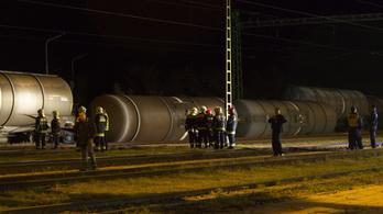 Gázolajszállító tartálykocsik borultak fel Vépen