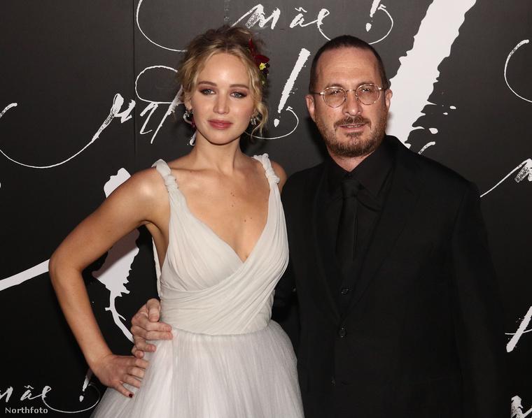 A kép jobb oldalán Darren Aronofsky filmrendező látható