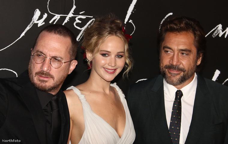 Ez egyébként a film New York-i premierjén volt, szerda este, Jennifer Lawrence nemrég Budapesten is járt, de természetesen nem premierezni, hanem forgatni