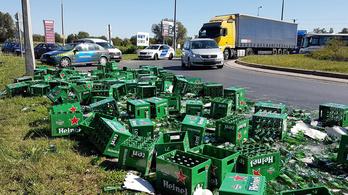Száz rekesz sör borult az útra Szombathelyen