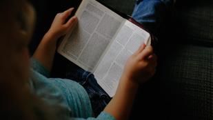 Olvasólámpák fénye világítja meg az éjszakát - Olvasás éjszakája 2017