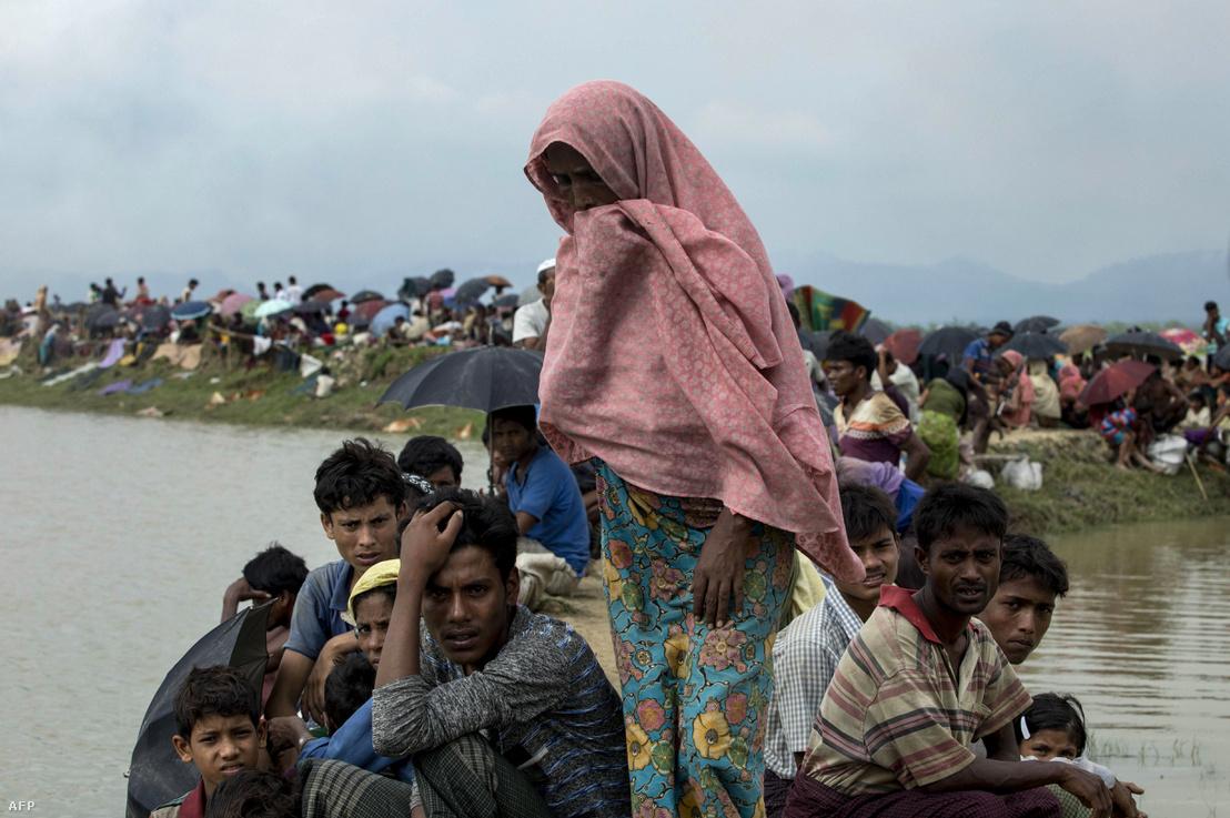 Rohingja menekültek a bangladesi határon