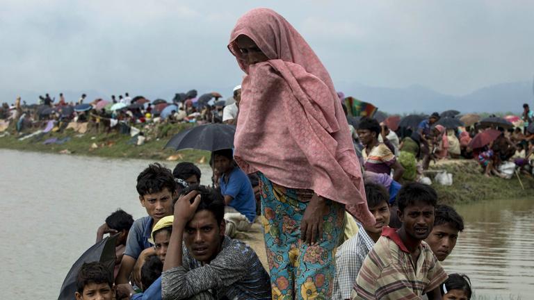 Szörnyülködve nézi a világ egy teljes nép brutális elűzését