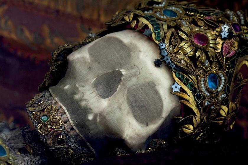 Eredeti lelőhelyeikről, a római katakombákból a csontvázakat elszállították, és Olaszország mellett Európa egyéb országaiban, például Németországban is őrzik, különböző templomokban.