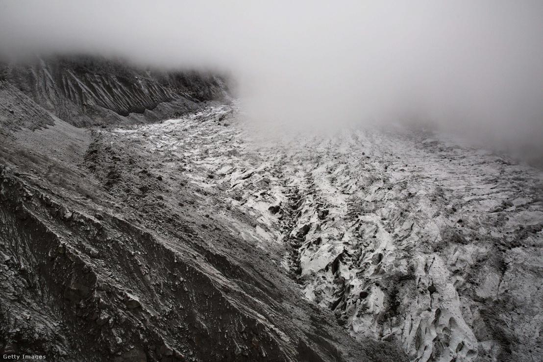 Gleccser a Mount Gongga tövénél