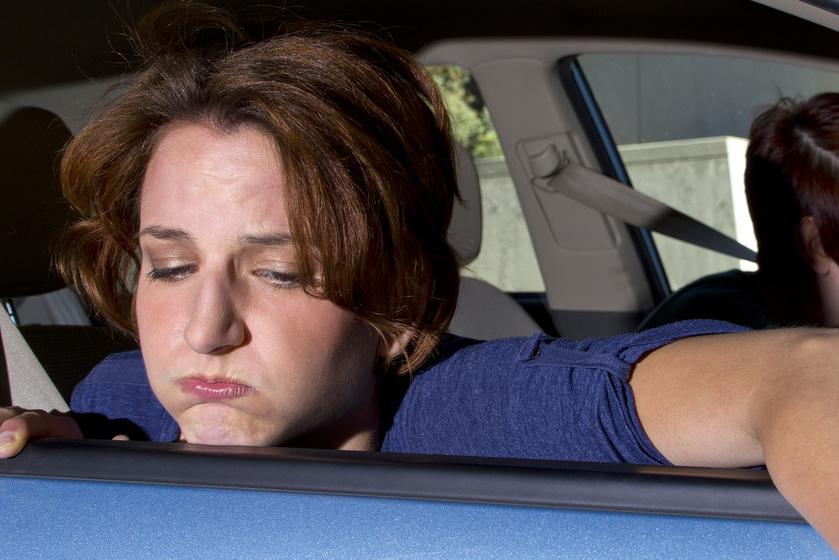 Utazási betegség: mi az oka, és hogyan kezelhető, ha folyton hányingert kapsz az autóban?