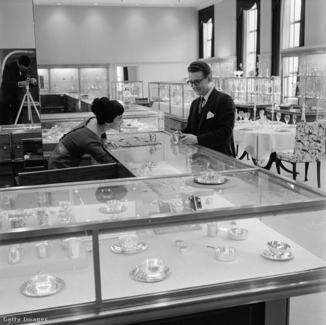 1955, a Silver Floor, avagy ezüst szint a New Yorki boltban.