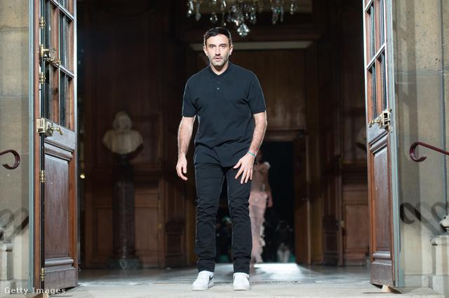 Riccardo Tisci leköszön 2017 januárjában, az utolsó Givenchy showja után.