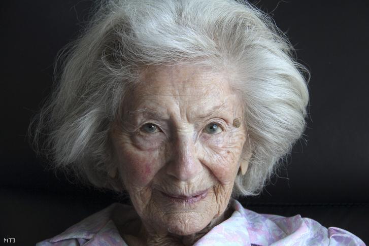 Ata Kandó 103 éves korában a hollandiai Bergenben lévõ idősek otthonában 2016. március 16-án