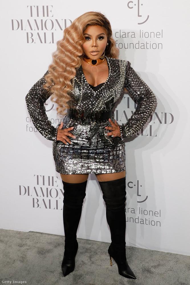 Lil'Kim, aki Beyoncének fazonírozva vett részt a bulin