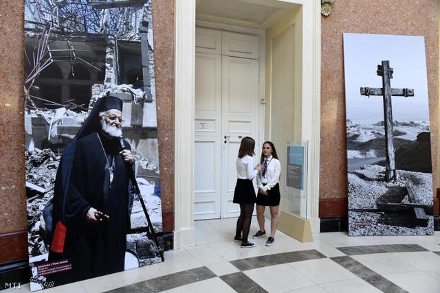 A Magyar Nemzeti Múzeumban rendezett Kereszt-tűzben című kiállítás részlete