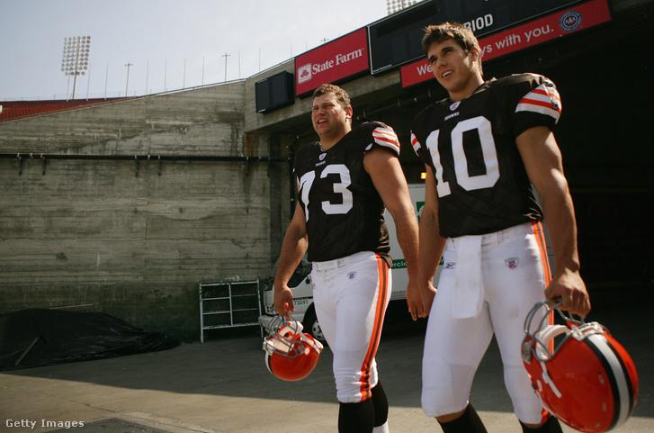 Joe Thomas és az első NFL-irányító, akit védett, Brady Quinn még 2007-ben. Quinn utoljára 2014-ben próbálkozott NFL-csapatba kerülni, azóta szakkommentátorként dolgozik