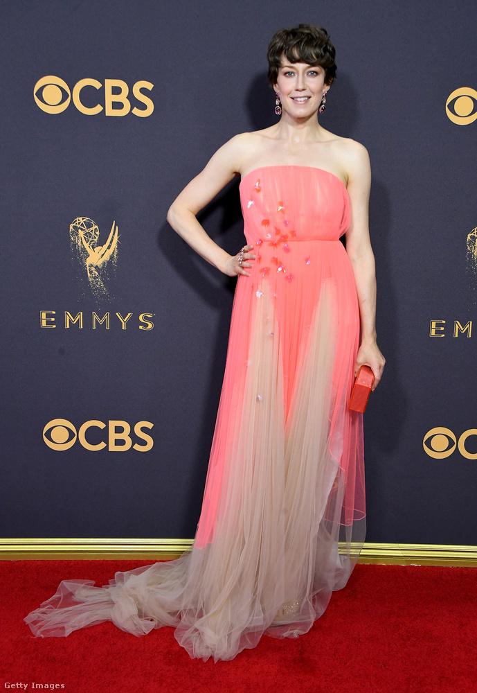 Carrie Coon, a Fargo színésznőjének választásával se könnyű megbarátkozni, de ha sokáig nézi, meg lehet szokni, hogy pont úgy fest, mint egy bájos arcú nyalóka
