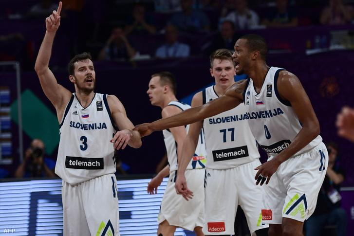 Dragic (3), Doncic (77) és Randolp (0) a kosárlabda-Európa-bajnokság döntőjében