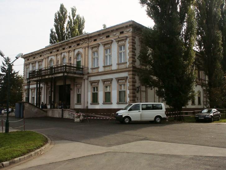 A Dr. Piróth Endre Szociális Központ főépülete