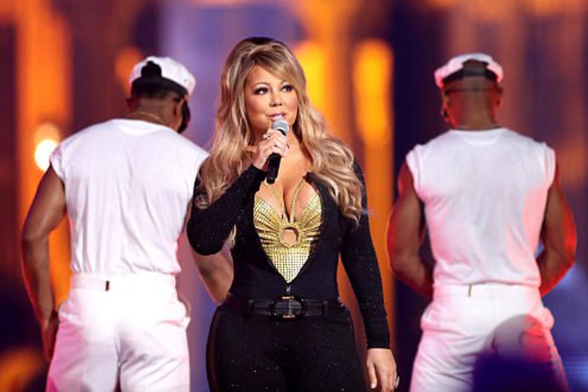 Mariah Carey dekoltázsa ellopta a show-t - Szinte kibuggyant a melle szűk ruhájából