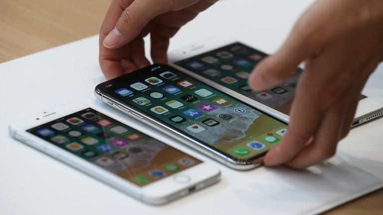 Az iPhone X szoftvere már befutott
