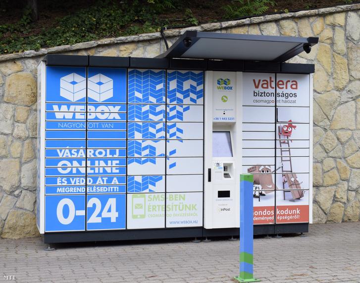 Egy WEBOX csomagpont a III. kerületi Montevideo utcában.