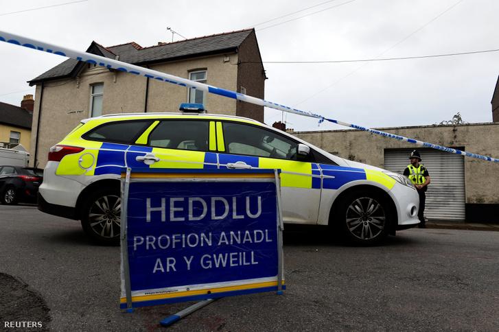 Rendőrségi kordon Newport városban azelőtt a ház előtt, ahol a londoni robbantás harmadik gyanúsítottját letartóztatták 2017. szeptember 20-án