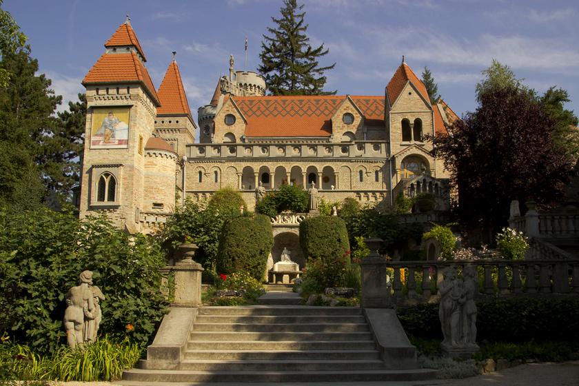 40 évnyi munkával, a saját kezével építette fel: a Bory-vár máig az örök szerelem szimbóluma