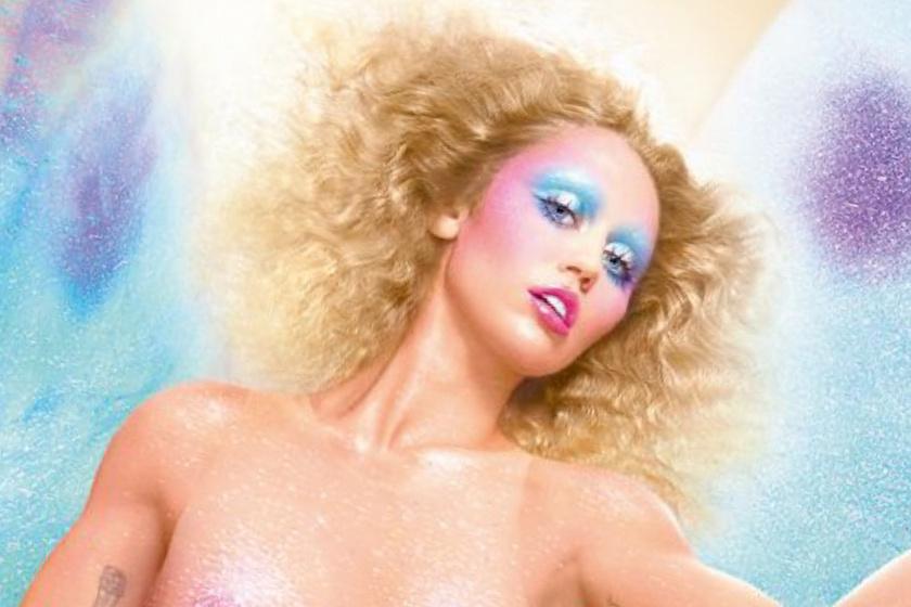 Meztelen fotókon Miley Cyrus - Minden ruhájától megszabadult az egykori Disney-sztár