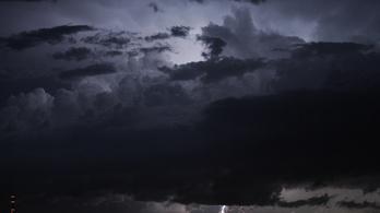 Az egész országban ömlik az eső