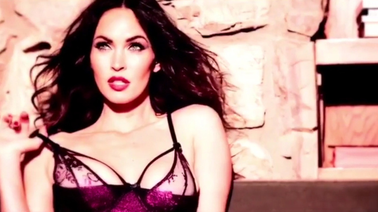 Most egy kicsit megzavarjuk! Ez itt megint Megan Fox.
