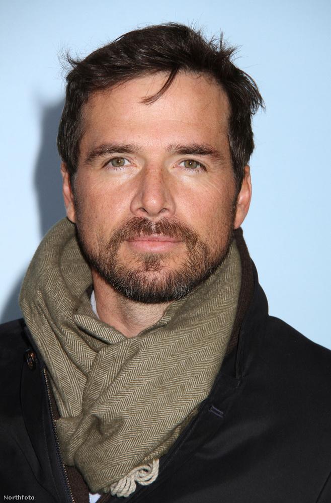 Matthew Settle az elmúlt években kisebb mellékszerepeket kapott sorozatokban, de Page Six információ szerint ezt nem is bánja annyira, ugyanis ideje nagy részét két kislánya nevelésével tölti.