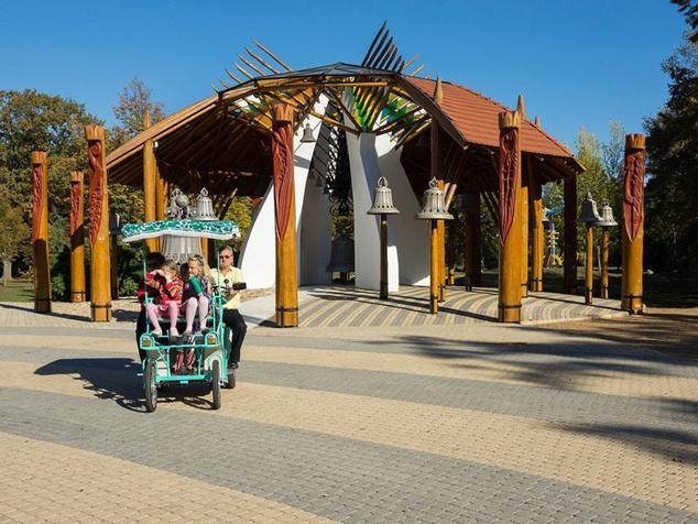 A harangház Hajdúszoboszló egy újabb épített öröksége a Szent István parkban