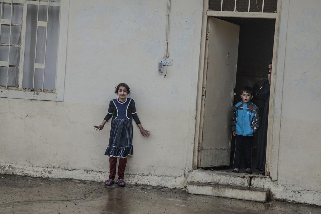 Gyerekek figyelik a város felszabadításánál bevonuló iraki csapatokat Moszulban. Hír kategória - Első hely