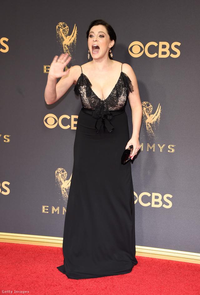 Ezért a ruháért fizetett Rachel Bloom.