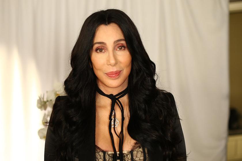Cher 10 kilót hízott - Nem jönnek rá a fellépőruhái