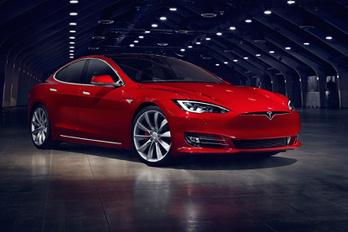 Megszűnik a hátsókerék-hajtású Tesla Model S