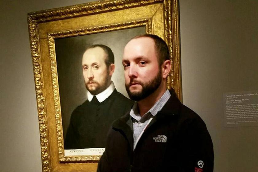 Saját magával találta szembe magát a férfi a múzeumban: még a szemük állása is egyforma volt