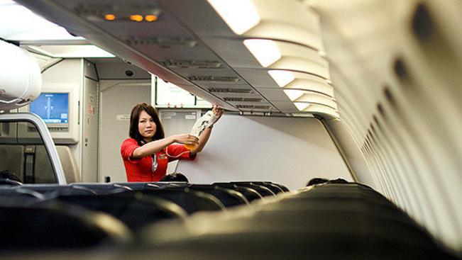 Koruk és súlyuk alapján diszkriminálják a stewardesseket