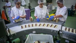 Testközelből mutatjuk meg, hogy készül a Milka újhullámos csokija