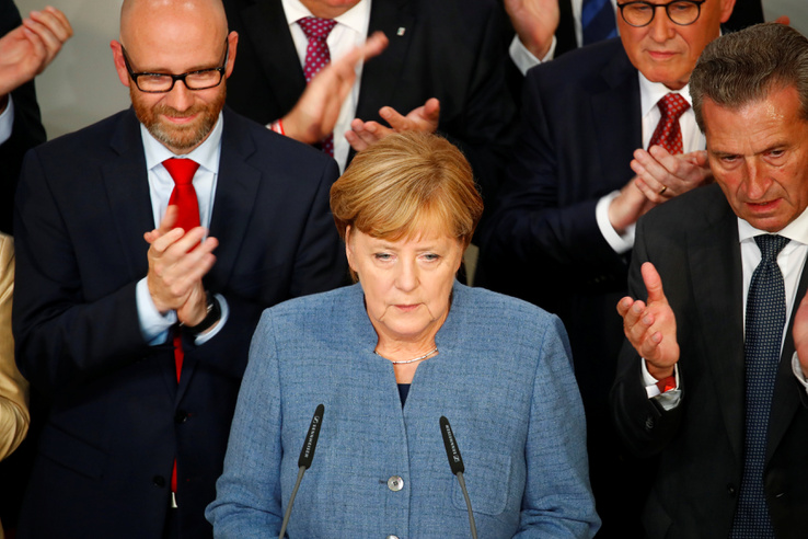 Merkel pártja 8 százalékot gyengült a 2013-as eredményhez képest.