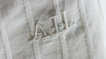 Elárverezték Hitler használt alsógatyáját