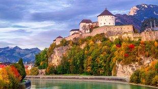 A bájos tiroli kisváros komor erődítménye
