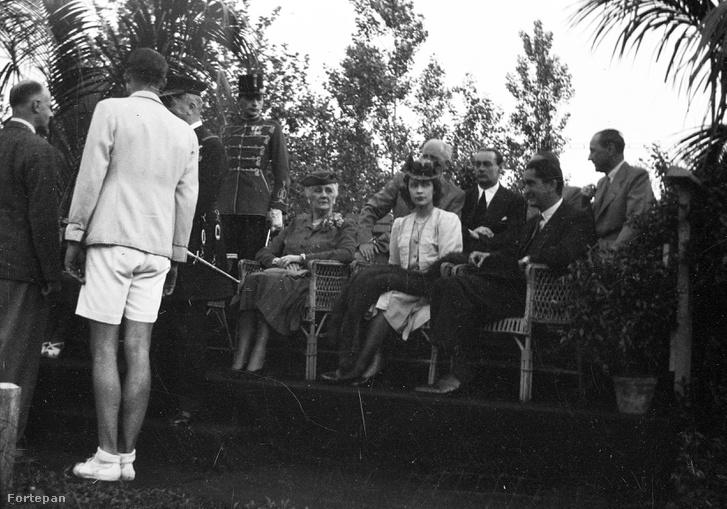 Horthy István családjával 1942 májusában egy magyar-német teniszmérkőzésen