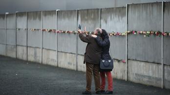 Hiába bontották le a Falat, megmaradt az NDK