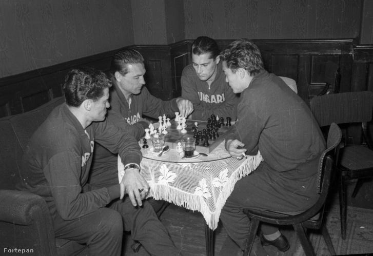 Balról Sipos Ferenc, Grosics Gyula, Sándor Károly, Kotász Antal 1959. április 18-án