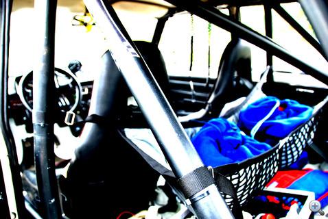 Sisaktartók. Németh Gyulának még a régi-régi sisakja is megvan, de az már nem engedélyezett versenyen