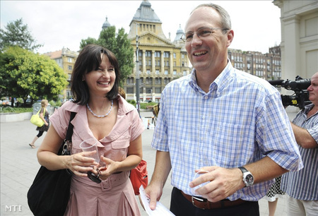 Nagy Anna kormányszóvivő és Szócska Miklós a 2010-es rendkívüli hőség idején (Fotó: Kollányi Péter)