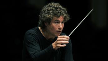 Brit karmester a Német Szimfonikus Zenekar élén