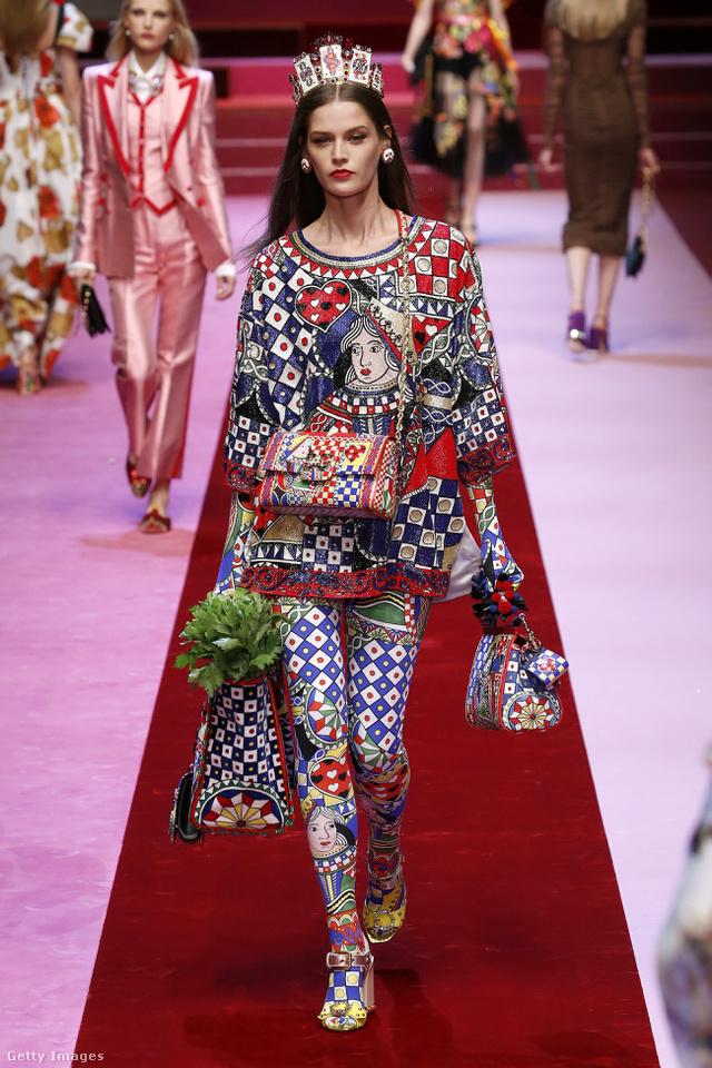 Kártyapaklinak öltözünk a Dolce & Gabbana szerint.