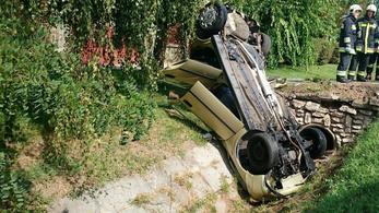 Árokba hajszolt egy autóst Gödöllőn egy audis