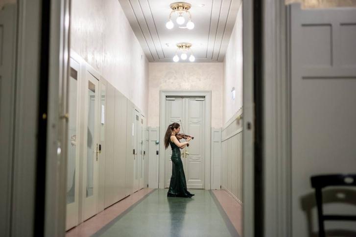Langer Ágnes a Zeneakadémia művészfolyosólyán