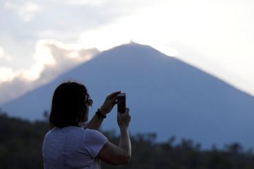 A turisták inkább fotóznak