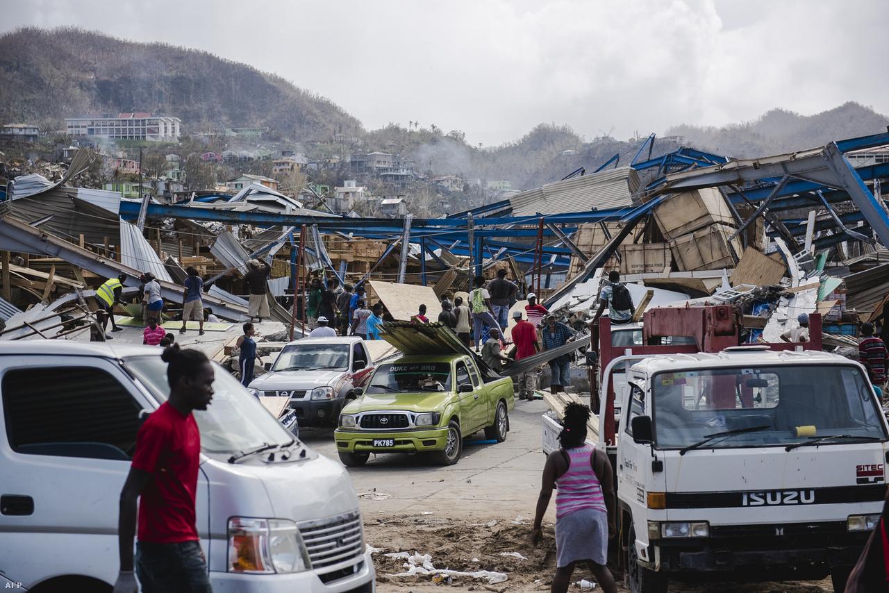 Közben Puerto Rico 3,4 millió lakója nem jut elég ételhez, vízhez, fogytán van az üzemanyag, nincs megfelelően térerő. A segélyszállítmányok továbbítását még mindig akadályozzák a törmelékek, az utakat eltorlaszoló kidőlt fák, és oszlopok. A segélyeket katonai repülőgépekkel is próbálják eljuttatni. A kormány 5000 ezer katonát küldött segíteni Puerto Ricóra, és a hétvégén elindult egy kórházhajó is, amin több ezer sérültet tudnak elhelyezni.